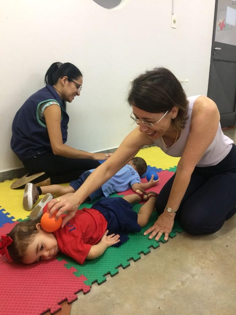 Resultado de imagem para crianças massagem colegas